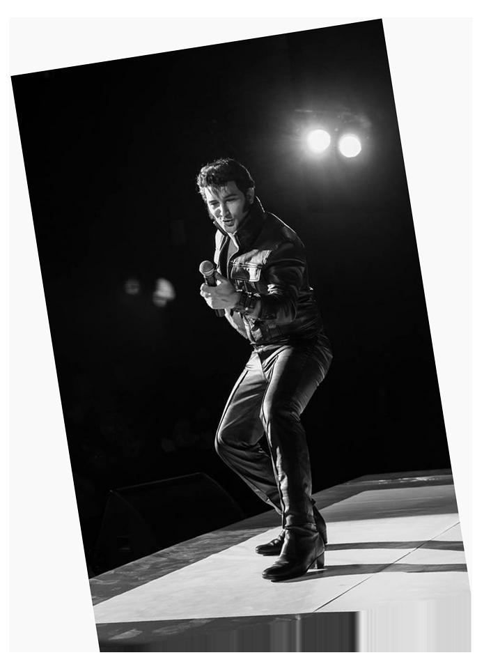 Gordon Davis As Elvis Tribute Glastonbugdet Tribute Band Music Festival 10