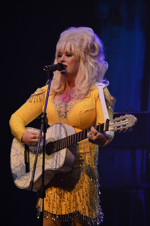 Sarah Jaynes Dolly Parton Experience Tribute Band Glastonbudget Tribute Band Music Festival pic4