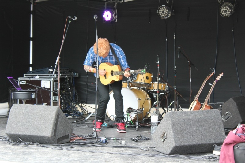 Ed Sheeran Daniel EastTribute Band Glastonbudget Tribute Band Festival pic 2